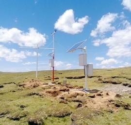 耸立在世界第三极上的自动气象环境监测站.jpg